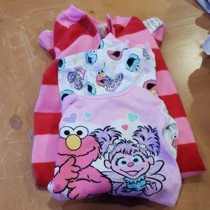 2 pairs pajamas